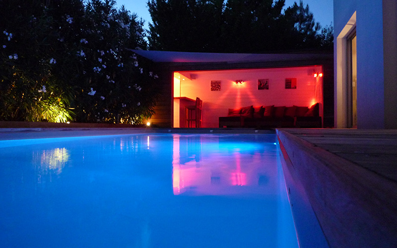 eclairage piscine led excellent eclairage led piscine l importance d un bon eclairage piscine. Black Bedroom Furniture Sets. Home Design Ideas