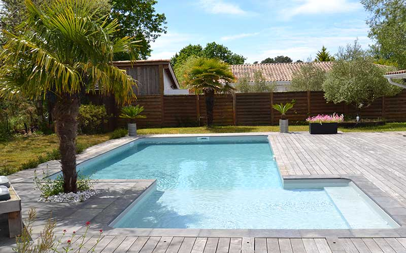 Pisciniste gironde piscines cr atives ou de forme libre for Construction piscine 41