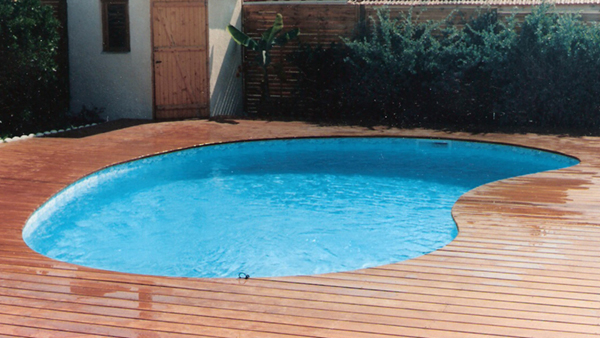 Piscines cr atives ou de forme libre construction et for Construction piscine en zone inondable