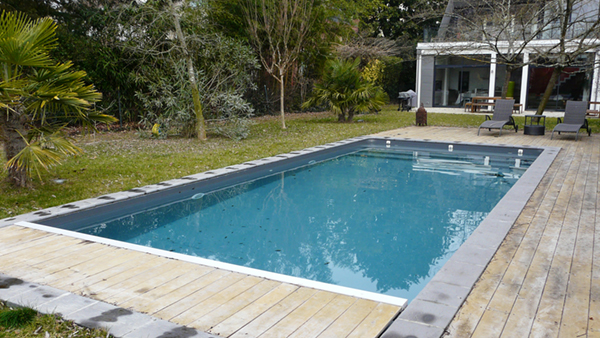 Piscines traditionnelles ou classiques construction et for Construction piscine traditionnelle