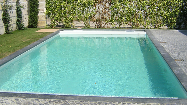 Piscines traditionnelles ou classiques construction et for Construction piscine 38
